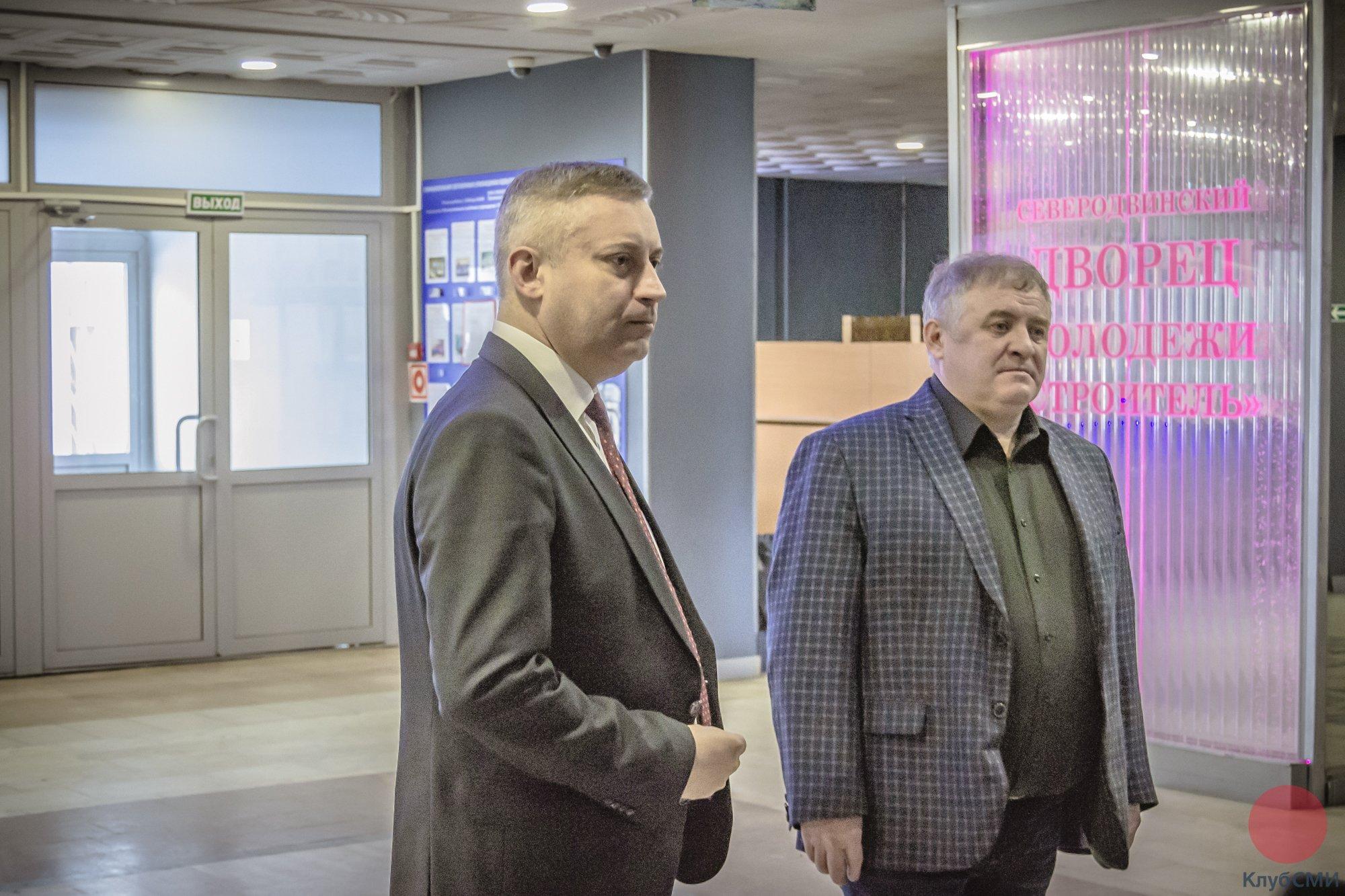 Мэр Северодвинска Игорь Скубенко и директор ДМ Строитель Игорь Воронцов