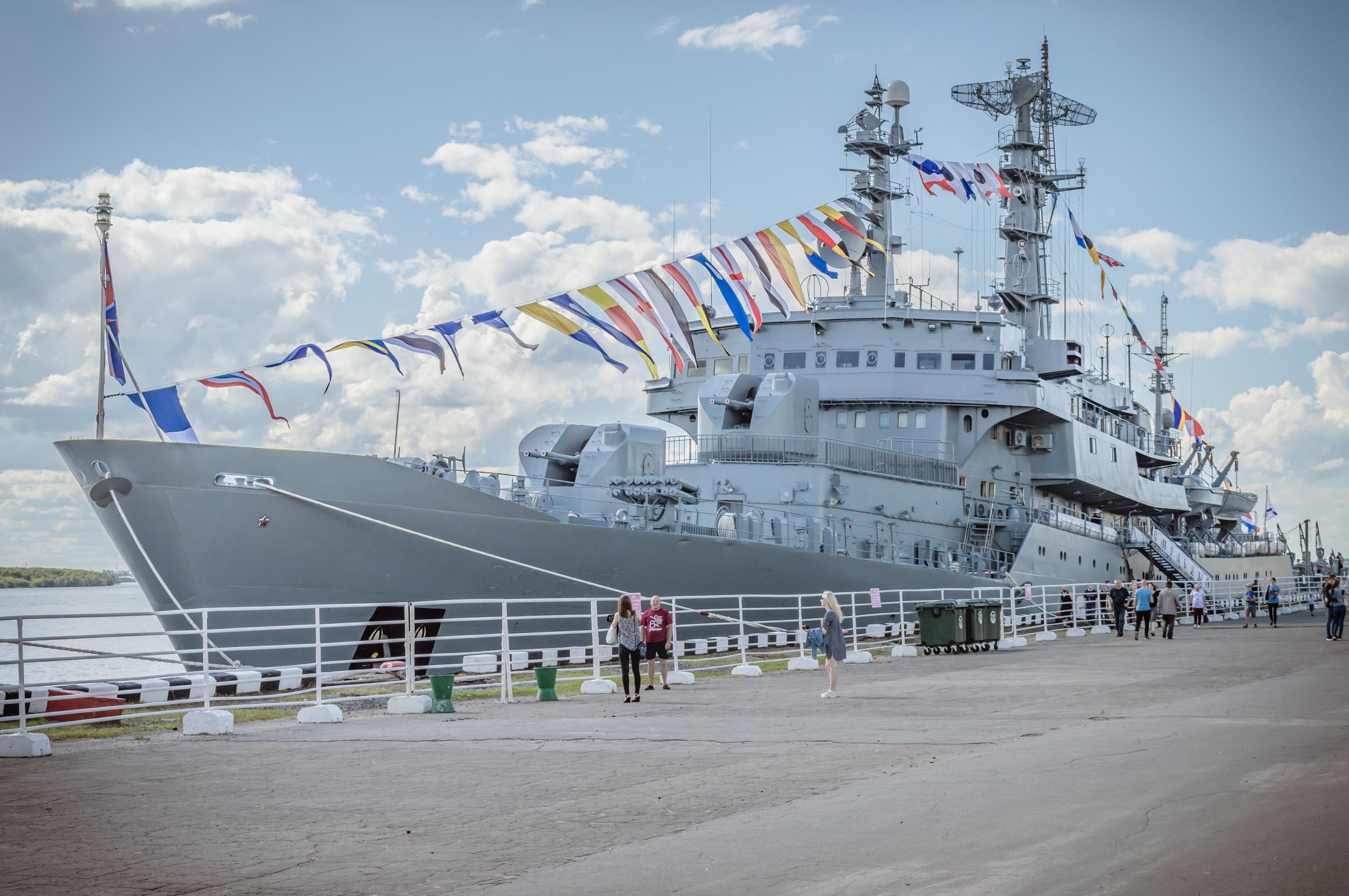 самый большой учебный корабль Военно-Морского Флота «Смольный».