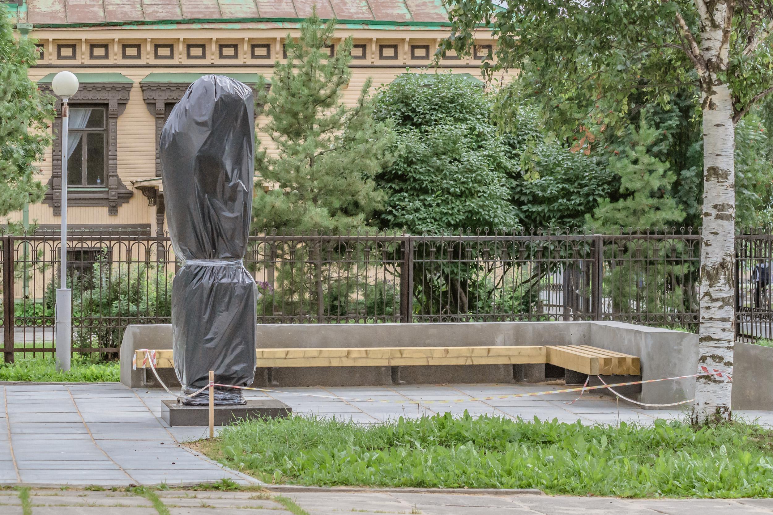 Памятник Фёдору Абрамову до открытия
