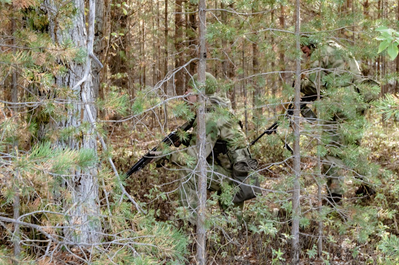 Засада пулеметчиков в лесу